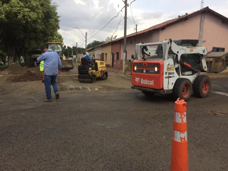 Prefeitura realiza tapa-buracos por toda a cidade