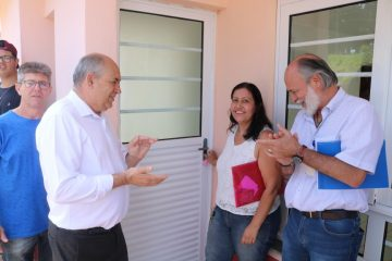 Prefeito Carlão realiza entrega de mais 16 Casas Populares