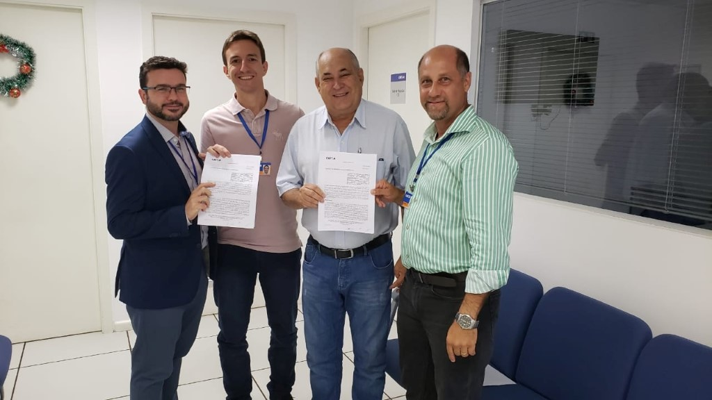 Prefeito Carlão assina convênios para recapes
