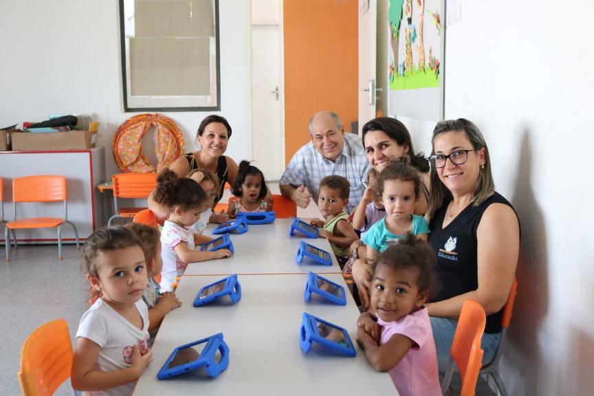Prefeitura de Rafard investe na compre de tabletes para as crianças da Creche Adriana