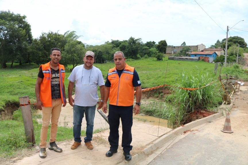 Defesas Civis de Rafard e Tietê buscam solução para ponte em risco de queda no bairro sete Fogões