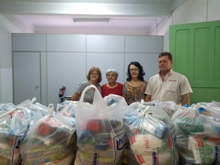 Assistência Social recebe doação de cestas básicas da Martini Veículos