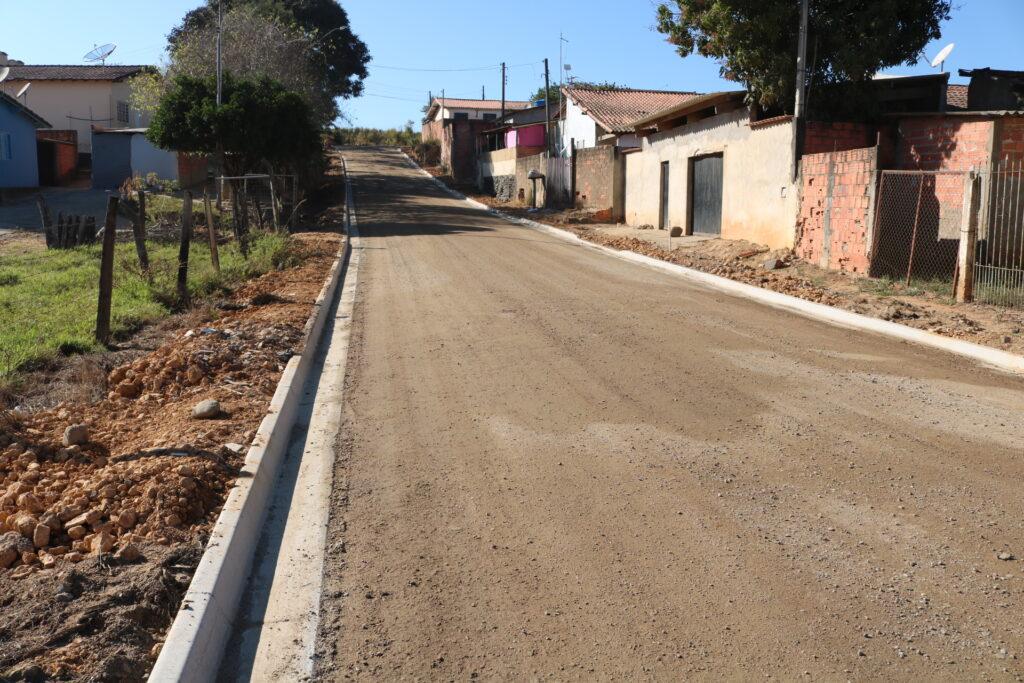 Após anos sem asfalto, Prefeitura inicia obras para pavimentação asfáltica