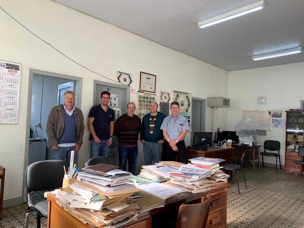 Parceria entre a pesquisa, extensão rural, gestão pública e produtores no combate à Virose do Maracujazeiro