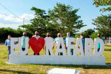 """Rotatória recebe os dizeres """"Eu amo Rafard"""""""