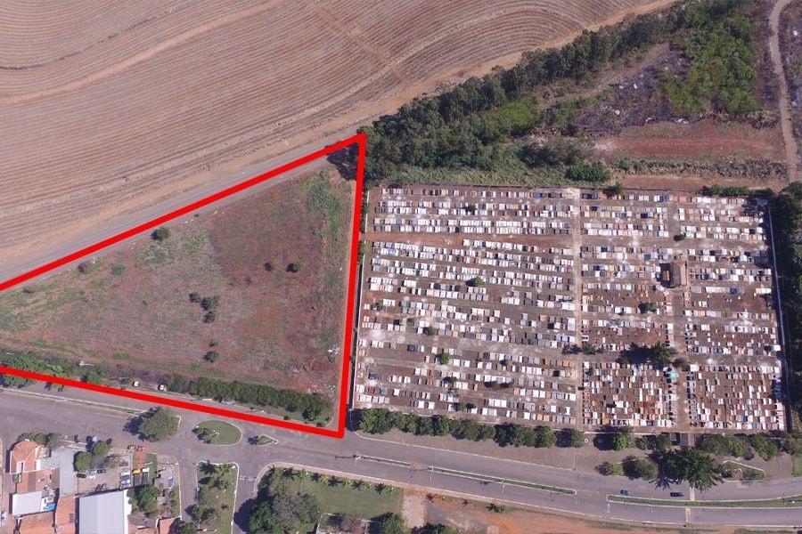 Prefeitura inicia terraplanagem para ampliação do cemitério municipal