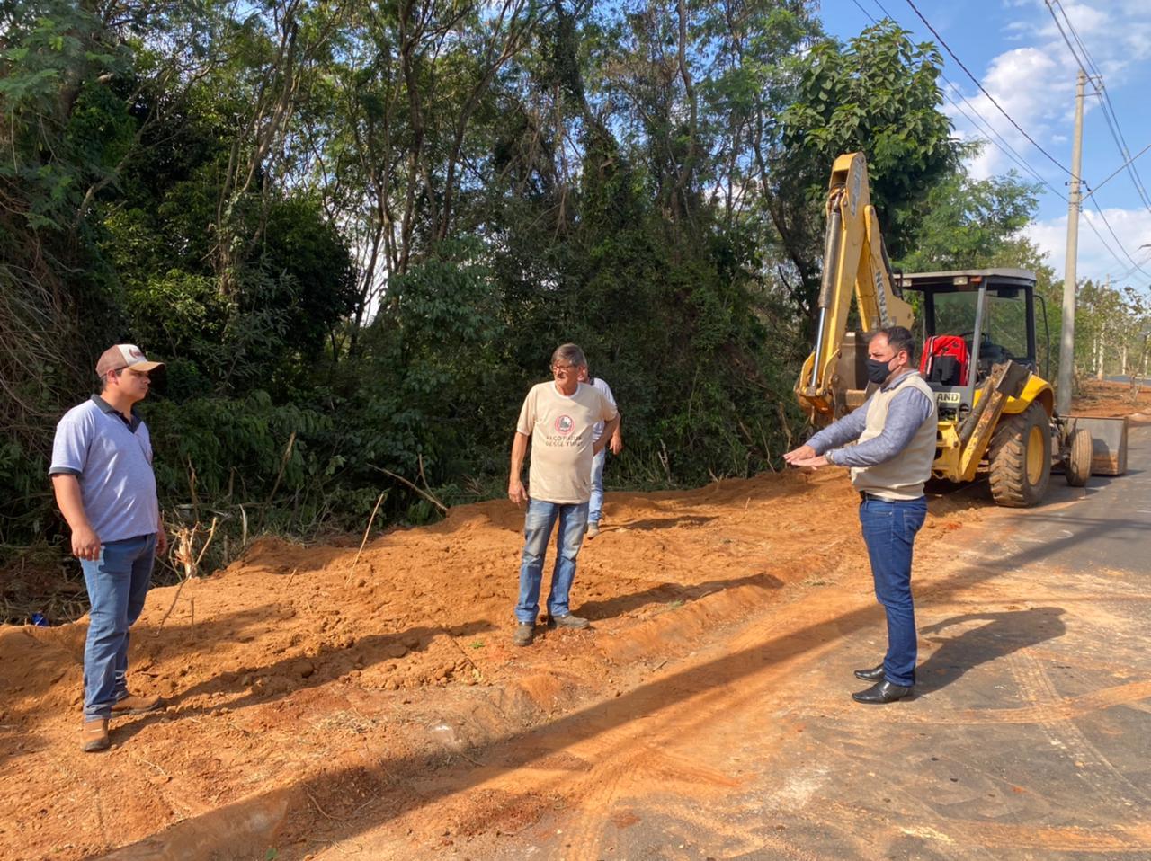 Prefeitura inicia obra para continuidade de construção da calçada na Avenida dos Moreiras