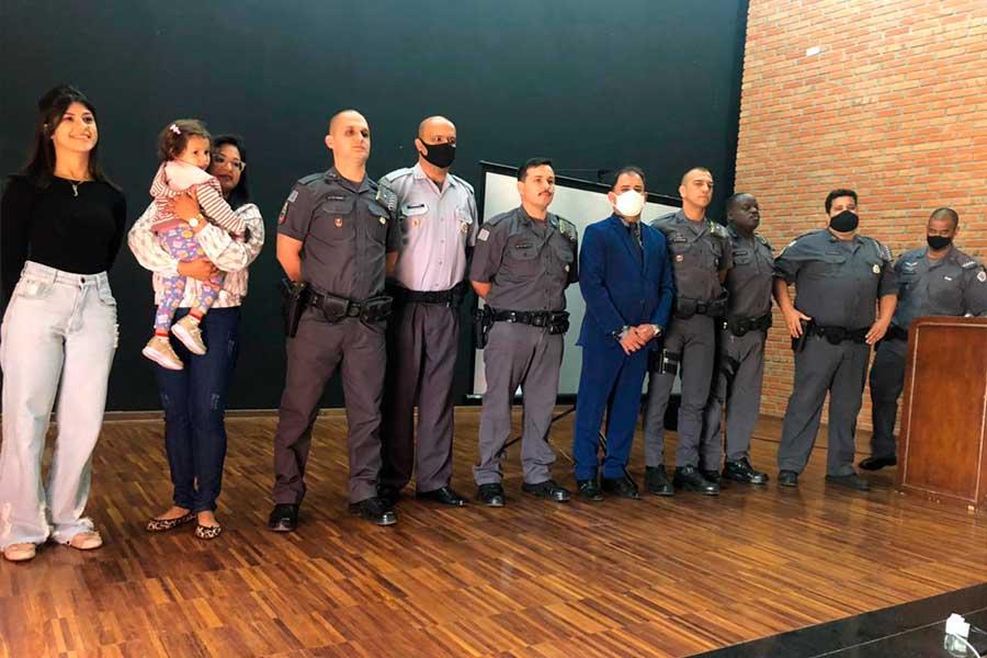 Read more about the article Prefeito participa de entrega da Láurea do Mérito Pessoal para Policiais Militares